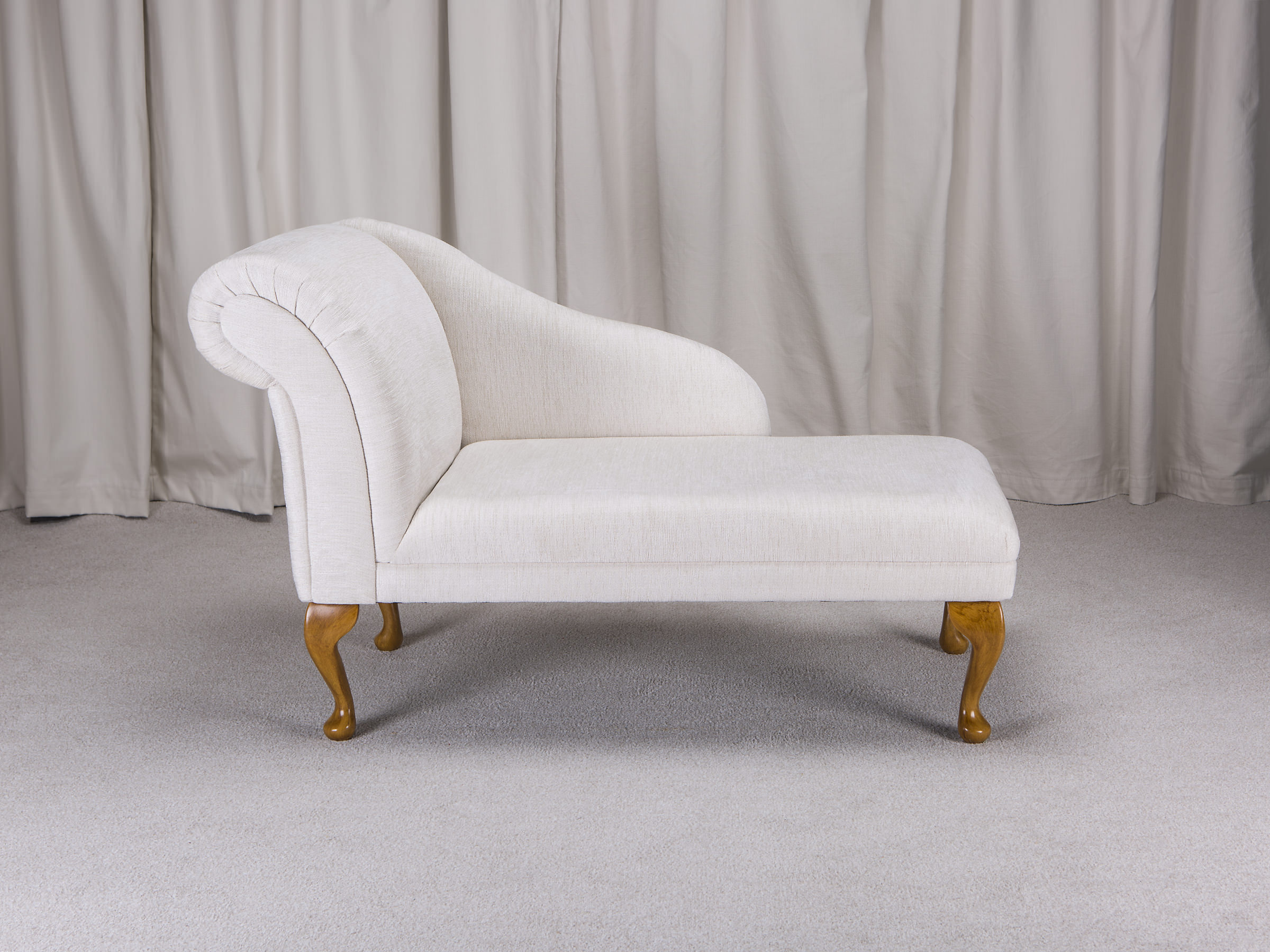 Classic style 45 chaise longue in a woburn oyster fabric for Chaise longue ebay